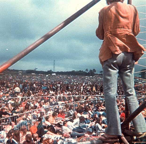 crowd-600.jpg