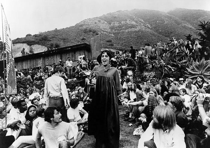 Joan-Baez-at-the-Big-Sur-Folk-Festival-1969.jpeg